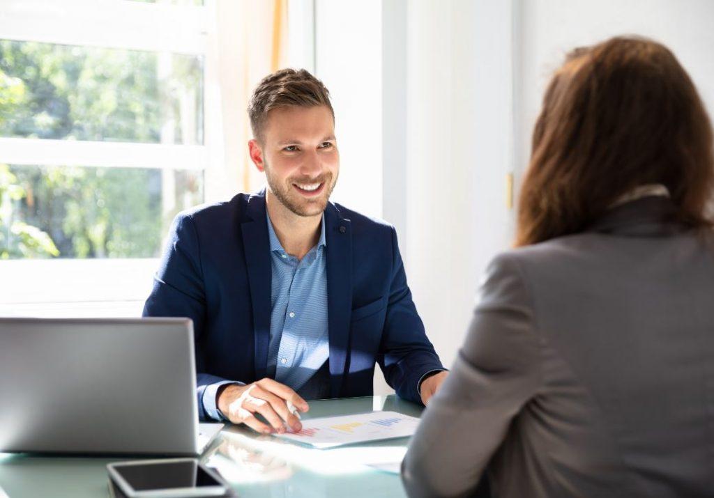 Echange professionnel de type entretien d'embauche